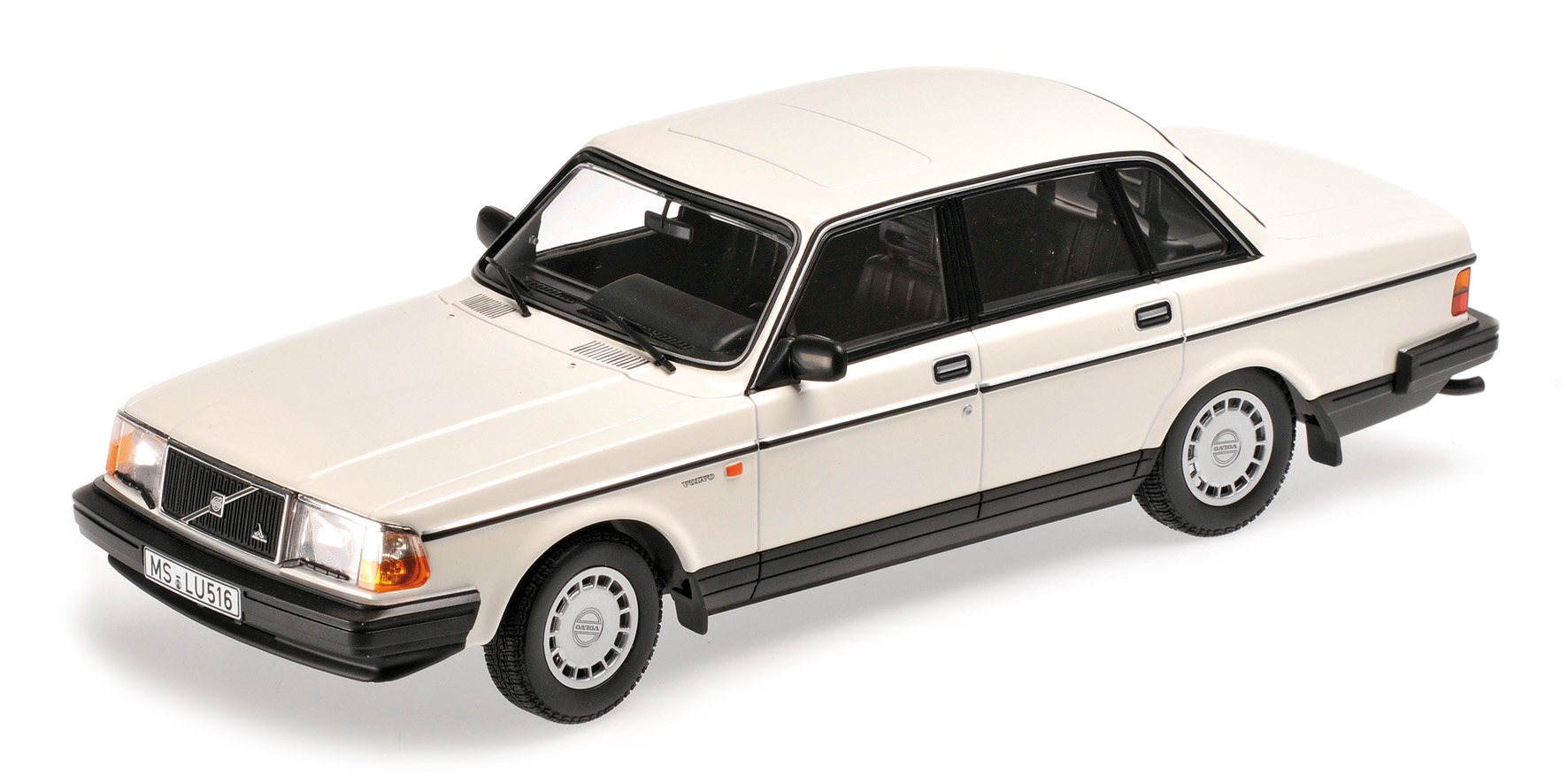 1986 volvo 240 dl sedan 1 18 scale by minichamps choice gear. Black Bedroom Furniture Sets. Home Design Ideas