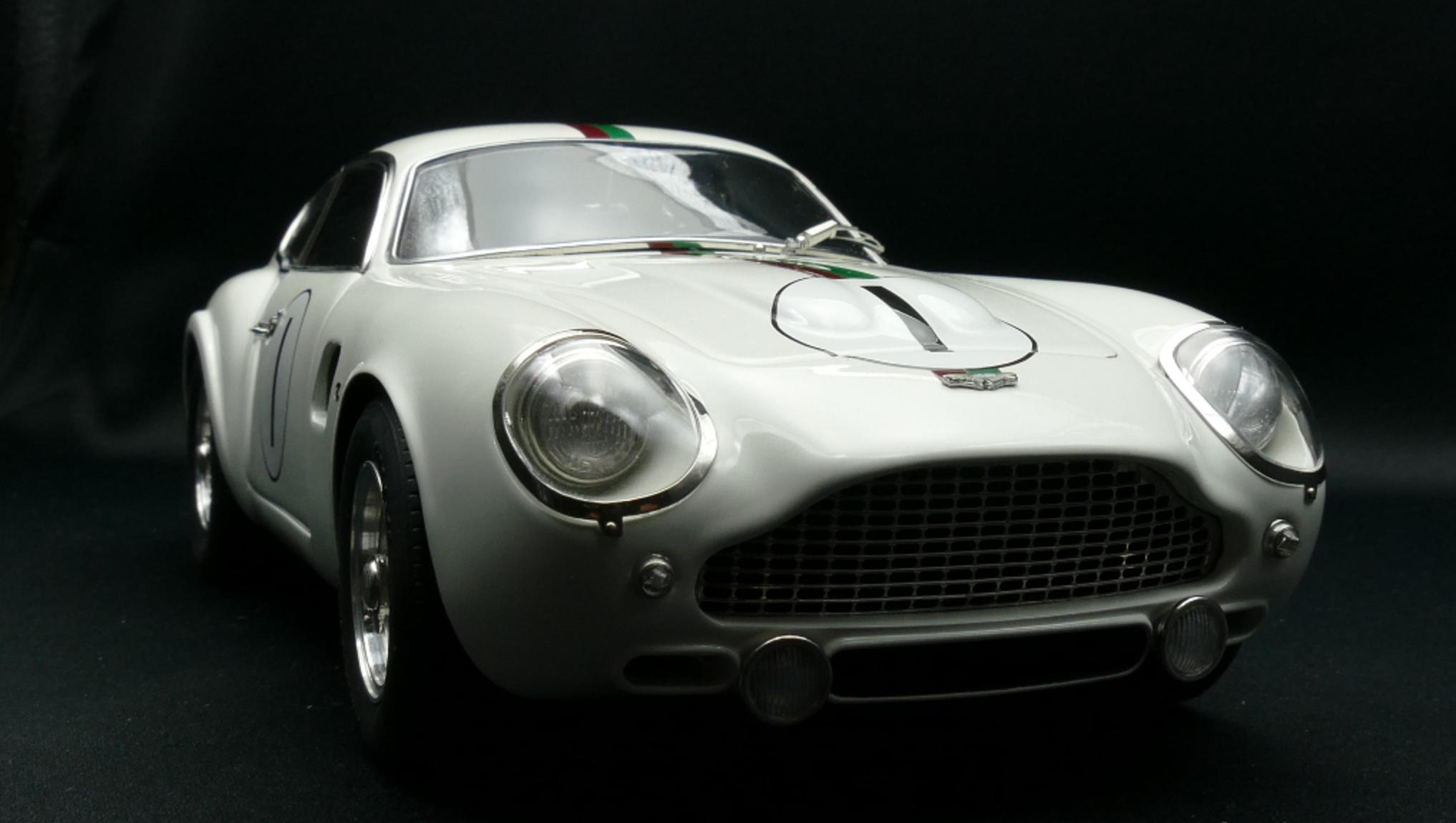 1961 Aston Martin Db4 Gt Zagato By Cmc 1 18 Scale Choice Gear